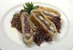 Gelosia di gamberi, cotechino e indivia belga con lenticchie. http://www.alice.tv/ricette-natale/gelosia-di-gamberi--cotechino-e-indivia