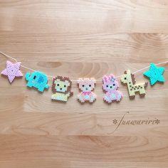 動物ガーランド | ハンドメイドマーケット minne Easy Perler Bead Patterns, Melty Bead Patterns, Perler Bead Templates, Diy Perler Beads, Perler Bead Art, Beading Patterns, Hamma Beads 3d, Pearler Beads, Fuse Beads