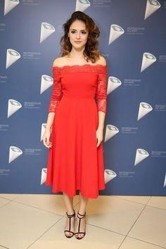 Isabelle Drumond (Foto: Manuela Scarpa / Photo Rio News) Female Character Inspiration, Female Characters, Ideias Fashion, Fashion Dresses, Beautiful Women, Celebs, Romantic, Actresses, Dress Red