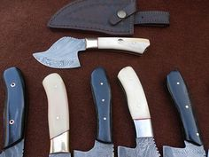 Custom Made skinning Knives lot of 9 Details Damascus Hunting Knife 100% Craftsmanship Details HANDMADE DAMASCUS STEEL Knife Overall Length: 7 to 8 inches Handle Material: Handle made of Camel b