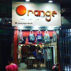 Ah tiens... #Orange est opérateur textile au #Vietnam  ca @orange_france (by hodara)