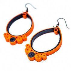 Dropp Orranke Dropp jsou náušničky srolované z úplně běžného barevného… Quiling Earings, Paper Quilling Earrings, Quilling Paper Craft, Paper Quilling Tutorial, Paper Quilling Designs, Quilling Patterns, Paper Jewelry, Paper Beads, Quilled Creations