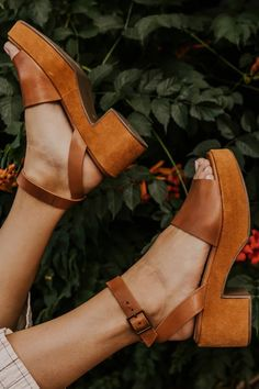 Hey Boss Babe Women Shoe that is-Fabulous Lover! This board was created for you with the most stylish women heels, fashionable high heel shoes and great women designer shoe looks internet. Cute Shoes, Me Too Shoes, Women's Shoes, Shoes Style, Shoes Sneakers, Flat Shoes, 70s Shoes, Pretty Shoes, Beautiful Shoes