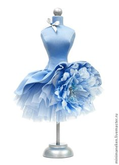Discover the top 5 things you can start doing right now to de-stress this holiday season. Flower Dresses, Pretty Dresses, Beautiful Dresses, Dress Form Mannequin, Kids Gown, Fairy Dress, Creation Couture, Mini Vestidos, Little Doll