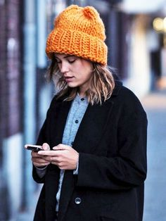 Sabrina Meijer of the blog afterDRK shows us how to add a little pick-me-up to our winter wardrobe with a bright beanie. Her knitted orange cap makes quite the statement all the while providing warmth. Stylish and practical? Yes, please!