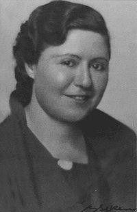 Cumhuriyet döneminin ilk kadın gazetecisi Sabiha Sertel yazı yaşamına eşi Zekeriya Sertel ile çıkardıkları Büyük Mecmua isimli dergi ile başladı. Derginin ilk sayısından itibaren kadın sorunlarına değinen Sabiha Sertel, aynı zamanda Türk feminizminin öncüleri arasında yer almaktadır. Kendisi sadece bir gazeteci olmamış, gazetecilik mesleğini icra etmek isteyen bütün kadınlara da ilham kaynağı olmuştur.