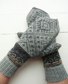 Like the cuffs on these mittens. Crochet Mittens, Mittens Pattern, Knitted Gloves, Knitting Socks, Knitting Stitches, Hand Knitting, Wrist Warmers, Hand Warmers, Fair Isle Knitting Patterns