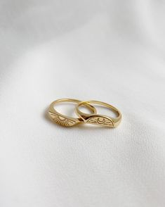 Dainty Jewelry, Cute Jewelry, Jewelry Accessories, Fashion Accessories, Jewelry Design, Fashion Jewelry, Sun And Moon Rings, Accesorios Casual, Matching Rings