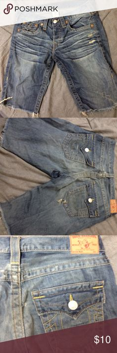 """True Religion knee shorts Knee shorts for woman! Only worn a few times! style is  """"Riley"""" ! True Religion Shorts Jean Shorts"""