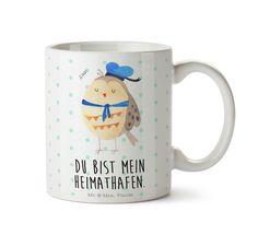 """Tasse Eule Matrosen aus Keramik  Weiß - Das Original von Mr. & Mrs. Panda.  Eine wunderschöne Keramiktasse aus dem Hause Mr. & Mrs. Panda, liebevoll verziert mit handentworfenen Sprüchen, Motiven und Zeichnungen. Unsere Tassen sind immer ein besonders liebevolles und einzigartiges Geschenk. Jede Tasse wird von Mrs. Panda entworfen und in liebevoller Arbeit in unserer Manufaktur in Norddeutschland gefertigt.    Über unser Motiv Eule Matrosen  Ganz nach dem Motto """"Du bist mein Heimathafen.""""…"""