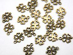 Anhänger Blätter - 10 x filigranes Kleeblatt Anhänger bronzefarben - ein Designerstück von MitHerzundPapier bei DaWanda