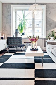 Black and White Rug - http://www.interiorredesignseminar.com/interior-design-ideas/black-and-white-rug/