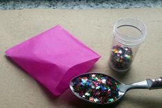 How to Spring Load a Glitter Bomb Greeting Card. When making a glitter bomb, you may face some issues. Once the glitter bomb explodes, normally the glitter just falls to the ground unless it's opened with some real force. Glitter Hair Spray, Glitter Room, Glitter Gifts, Glitter Cards, How To Make Confetti, How To Make Glitter, Confetti Cards, Diy Confetti, Glitter Cannon