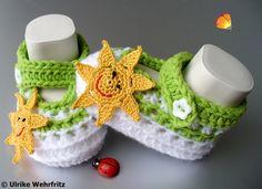 Diese Babyschühchen sind für die Farbaktion AprilWiese in den Farben  gelb weiß und grün gefertigt.     Die Babyschuhe sind mit sehr schönem und we...