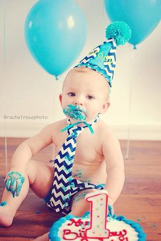 One year old cake smash pictures. Birthday boy. #cakesmash #firstbirthday
