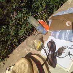 Dagens kit ved poolen  #ferie #dagenskit #sol #pool #solcreme #rudolphcare #avene #solbriller #solhat #bog #oprahwinfrey #taknemlighed #vand #sommerkjole #magasindunord #vacation #todaysoutfit #sun #suncream #sunclasses #sunhat #book #gratefulness #water #summerdress #mallorca