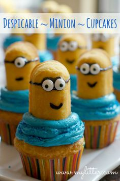 I love the minions! Good thing Twinkies made a comeback. Saw another one that used chocolate sprinkles for the hair.These are the cutest, Minion Cupcakes from Twinkies - From Despicable Me! By MyLitter Minion Cupcakes, Cupcake Cookies, Minion Twinkies, Birthday Cupcakes, Despicable Me Cupcakes, Button Cupcakes, Funny Cupcakes, Köstliche Desserts, Delicious Desserts