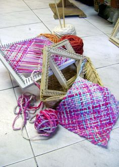 telar - I had a hand loom (just a plastic one) as a kid. Do you think it ever occurred to me to try it diagonally? Hmmm...