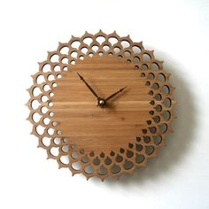 Another wooden clock Wooden Clock, Wooden Walls, Woodworking Plans, Woodworking Projects, Cool Clocks, Wall Clock Design, Laser Cut Wood, Laser Cutting, Large Clock