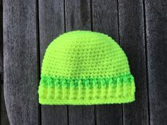 Virkad mössa i neongarn. Crochet hat in neonyarn.