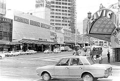 Intersection of Wellesley & Queen Streets, Nov 1971 Nz History, New Zealand Houses, Auckland New Zealand, Old Images, Historical Photos, Old School, Nostalgia, The Neighbourhood, Cinema
