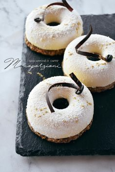 MONOPORZIONI MASCARPONE E CAFFE'. | Io e Brigante: pasticceria virtuale. Fancy Desserts, Delicious Desserts, My Favorite Food, Favorite Recipes, Arts Bakery, Mousse, Donuts, Cake Calories, Individual Cakes
