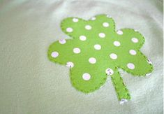 Need something to wear to school on St. Make this DIY Shamrock Shirt! In just a few easy steps, you'll be able to wear your Irish pride. DIY clothing ideas like these are perfect for kids that have never sewn before. Sewing Lessons, Sewing Class, Sewing Hacks, Sewing Tutorials, Sewing Projects, Sewing Tips, Hand Embroidery Designs, Applique Designs, Embroidery Applique