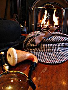 Sherlock Holmes est un personnage de fiction créé par Sir Arthur Conan Doyle dans le roman policier Une étude en rougenote 1 en 1887. Détective privé doté d'une mémoire remarquable pour tout ce qui peut l'aider à résoudre des crimes en général, il a très peu de savoirs dans les autres domaines de la connaissance1. Lors de ses enquêtes, plusieurs relatées dans les 4 romans et les 56 nouvelles qui forment ce qu'on appelle le canon, il est fréquemment accompagné du Docteur Watson.