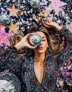 Creative Photoshoot Ideas, Photoshoot Inspiration, Hair Inspiration, Creative Photography, Portrait Photography, Fashion Photography, Deco Disco, New Year Photoshoot, Birthday Photoshoot Ideas