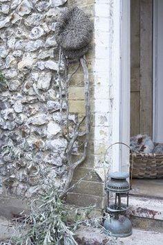 white washed stone wall - Grisante harmonie
