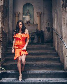 Neanche la Chiesa Cattolica è riuscita nei secoli a placare l'identità napoletana caratterizzata da meravigliosi e chiassosi culti pagani.… Zia, Cute Faces, Pretty Woman, Strapless Dress, Legs, Instagram, Dresses, Fashion, Strapless Gown