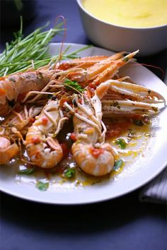 Boiled shrimps can be used in many recipes, from sweet and sour Asian dishes to seafood salads to appetizers. If you are watching your weight, boiled shrimp calories are very low. Shrimp is very healthy and a great source of protein. Most people really like the taste of shrimp and some people claim it is their favorite type of seafood. A gourmet shrimp dish served with a bold flavored white wine is a surefire way to impress somebody.