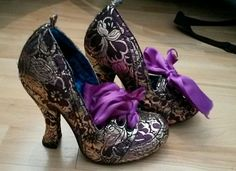 Vintage Shoes Funky Irregular Choice Brand new. Gold and purple heels. Ugly Shoes, Fancy Shoes, Unique Shoes, Pretty Shoes, Crazy Shoes, Beautiful Shoes, Me Too Shoes, Nylons, Irregular Choice Shoes