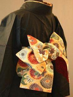 半巾帯の結び方 素敵な帯結び その5 ■胡蝶結び Yukata Kimono, Kimono Japan, Japanese Kimono, Japan Outfit, Japanese Outfits, Japan Fashion, Kimono Fashion, Fasion, Pattern Design