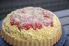 Mein neues Rezept - der Spaghettikuchen. Einfach nur lecker und einfach gemacht. Mit Paradiescreme, Erdbeeren und Parmesan Ersatz.