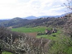 Bergamo - La Valle d'Astìno si trova nel territorio del comune di Bergamo - è una piccola valle inserita nel sistema dei colli di Bergamo, strettamente adiacente alla parte occidentale della città - è caratterizzata dalla presenza del monastero omonimo, a cui è storicamente legata - Dalla valle si raggiunge, attraverso Borgo Canale, Città Alta con una strada panoramica