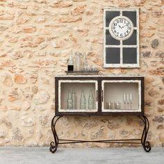 Un buen vermú y un buen sifón se merecen un mueble bar vintage decapado como poco ;). #decoracion #deco #mobiliario #aparador #mueblebar #decapado #vintage http://elmercadodemaria.com/comprar-armarios-vitrinas/