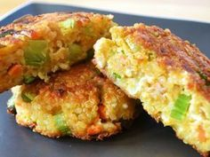 Low FODMAP Recipe and Gluten Free Recipe - Quinoa and feta burger Fodmap Recipes, Dairy Free Recipes, Baby Food Recipes, Mexican Food Recipes, Vegetarian Recipes, Cooking Recipes, Healthy Recipes, Quinoa Cake, Chickpea Cakes