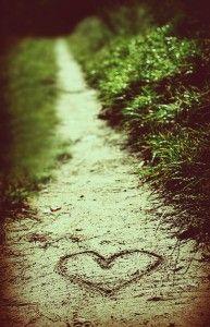 愛  遠く離れていても  自分の人生の中に  常に立ち現れてくるような人を  想う気持ち