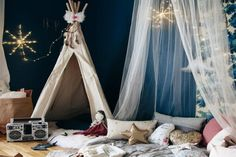 Des Cabanes pour les Kids ! Bedroom Colour Palette, Bedroom Colors, Indoor Tents, Blue Gray Bedroom, Deco Kids, Romantic Room, Kids Tents, Tent Decorations, Teepee Tent