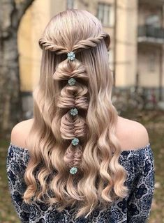 30 Shiny Fishtail Braids with Perfect Curls for 2018. Visit here and learn how to create the fantastic styles of fishtail braids with awesome curls in 2018. In this post we have presented modern ideas of braids for long curls to make them look extra attractive and feminine. You can now wear unique styles of fishtail braids also for special events and occasions.