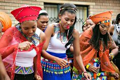 Makoti n impelesi African Style, African Beauty, Zulu Wedding, African Crafts, African Fashion Designers, African Weddings, Traditional Wedding, Fashion Beauty, Southern