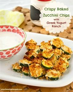 Healthy nom noms! Crispy Baked Zucchini Chips with Greek Yogurt Ranch #clean #snack