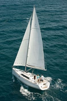 Beneteau Oceanis 31 Sailing Yacht-- ❤❤❤ this 31' new cruising sailboat. Beautiful interior and exterior and very well designed