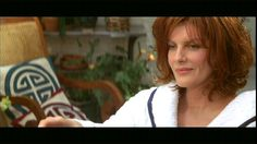 Photo of Rene Russo from The Thomas Crown Affair  1999-love the color and cut of her hair!