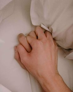 They are only defenseless photos [Dark mode ON] # Fanfic # amreading # books # wattpad Gay Couple, Couple Hands, Tumblr Gay, Gay Aesthetic, Couple Aesthetic, Korean Couple, Chanbaek, Chansoo, Ulzzang Couple