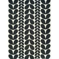 Karin schwarzer Teppich groß - 150 x 200cm - Brita Sweden