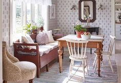 Kitchen sofa and table Scandinavian Cottage, Swedish Cottage, Modern Cottage, Swedish House, Scandinavian Interior, Kitchen Sofa, Kitchen Dining Living, Sweet Home, Interior Decorating