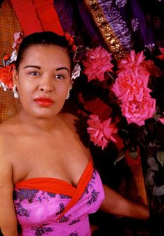 """Billie Holiday photographed by Carl Van Vechten, -Twixnmix: Billie Holiday photographed by Carl Van Vechten, - Take The """"A"""" Train: Billie Holiday Through the Lens of Carl Van Vechten Pearl Bailey Billie Holiday: Drug bust with chihuahua, 1956 Billie Holiday, Jazz Artists, Jazz Musicians, Lady Sings The Blues, Hollywood Photo, Hollywood Stars, Hollywood Icons, Classic Hollywood, Eartha Kitt"""