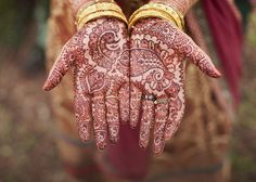 Gold and the reddish brown combo is lovely, especially with the nude color of the hands.